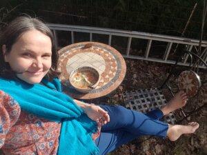 Ein Bild von mir beim draußen Mittagspause machen.